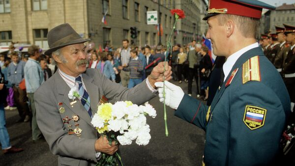 Торжественная встреча последних воинских подразделений Западной группы советских войск, прибывших из Германии.