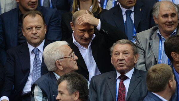 Президент России Владимир Путин во время посещения ЧМ по дзюдо в спортивном комплексе Ледовая арена Трактор в Челябинске