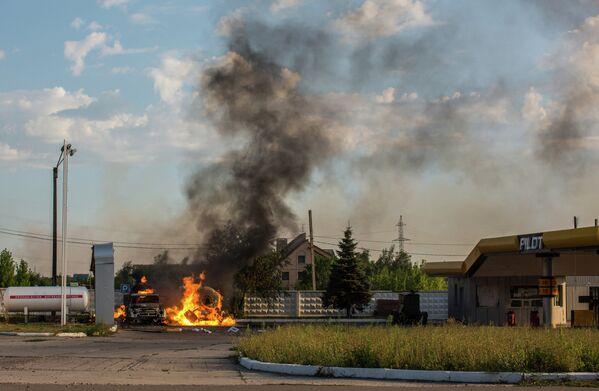 Пожар на АЗС в Шахтерске в результате попадания мины