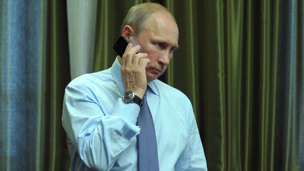 Президент России Владимир Путин во время телефонного разговора . Архивное фото