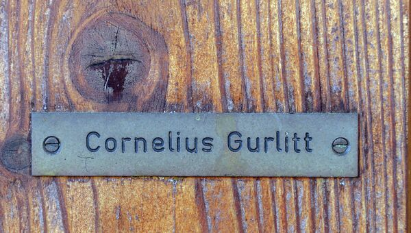 Табличка с именем немецкого коллекционера Корнелиуса Гурлитта на его доме. Архивное фото