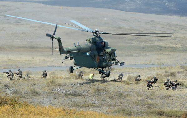 Военнослужащие во время учений Взаимодействие 2014