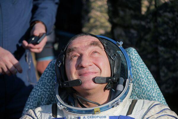 Российский космонавт Александр Скворцов после приземления