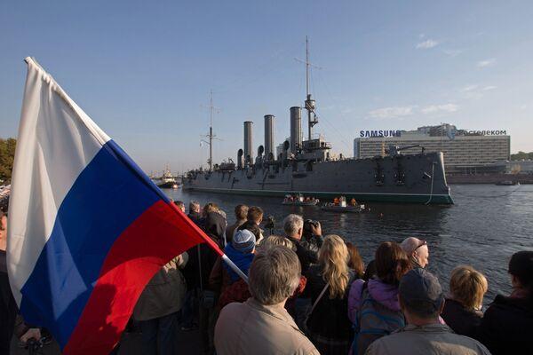 Буксировка крейсера Авроры на ремонт