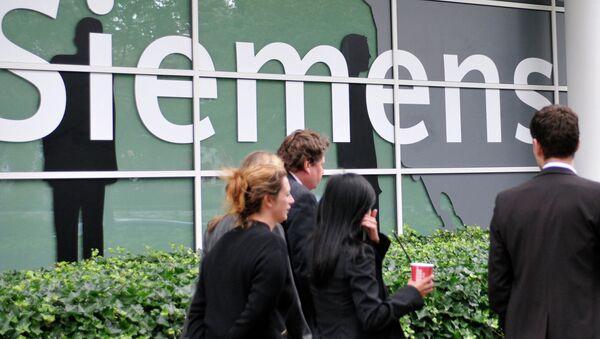 Логотип компании Siemens.Архивное фото