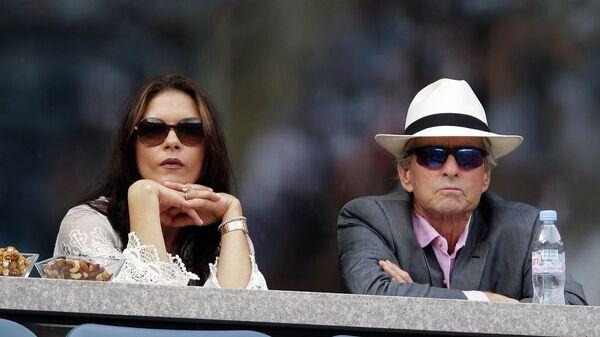 Кэтрин Зета-Джонс и Майкл Дуглас. 2011 год