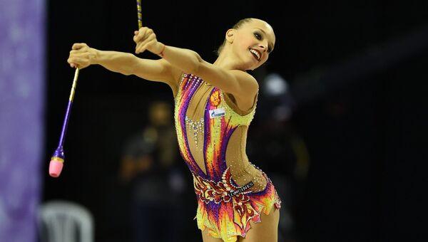 Яна Кудрявцева (Россия) выполняет упражнения с булавами. Архивное фото