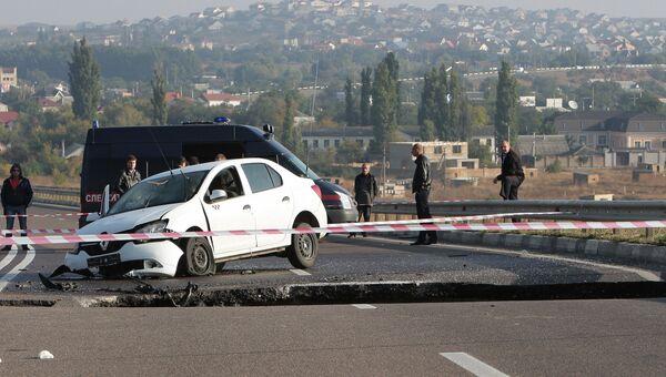Обвал грунта на участке автотрассы в Крыму. Архивное фото