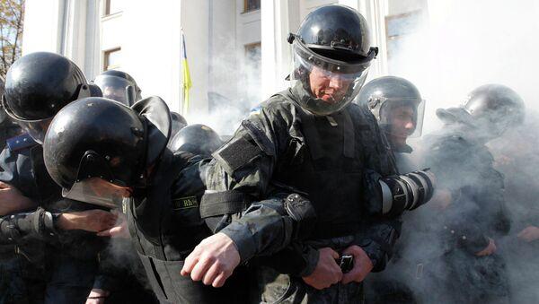 Сотрудники МВД Украины во время беспорядков у здания Верховной Рады Украины. Архивное фото