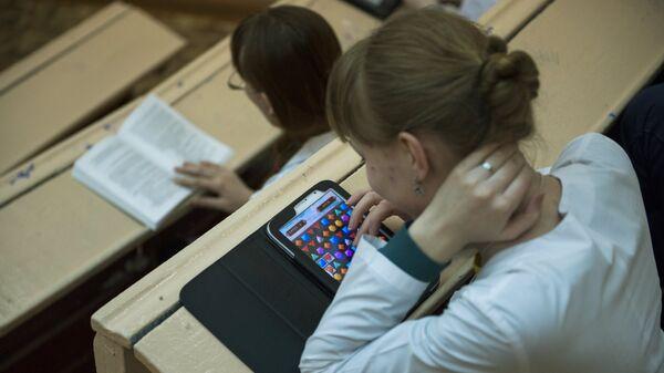 Студенты перед началом лекции в Омской государственной медицинской академии. Архивное фото