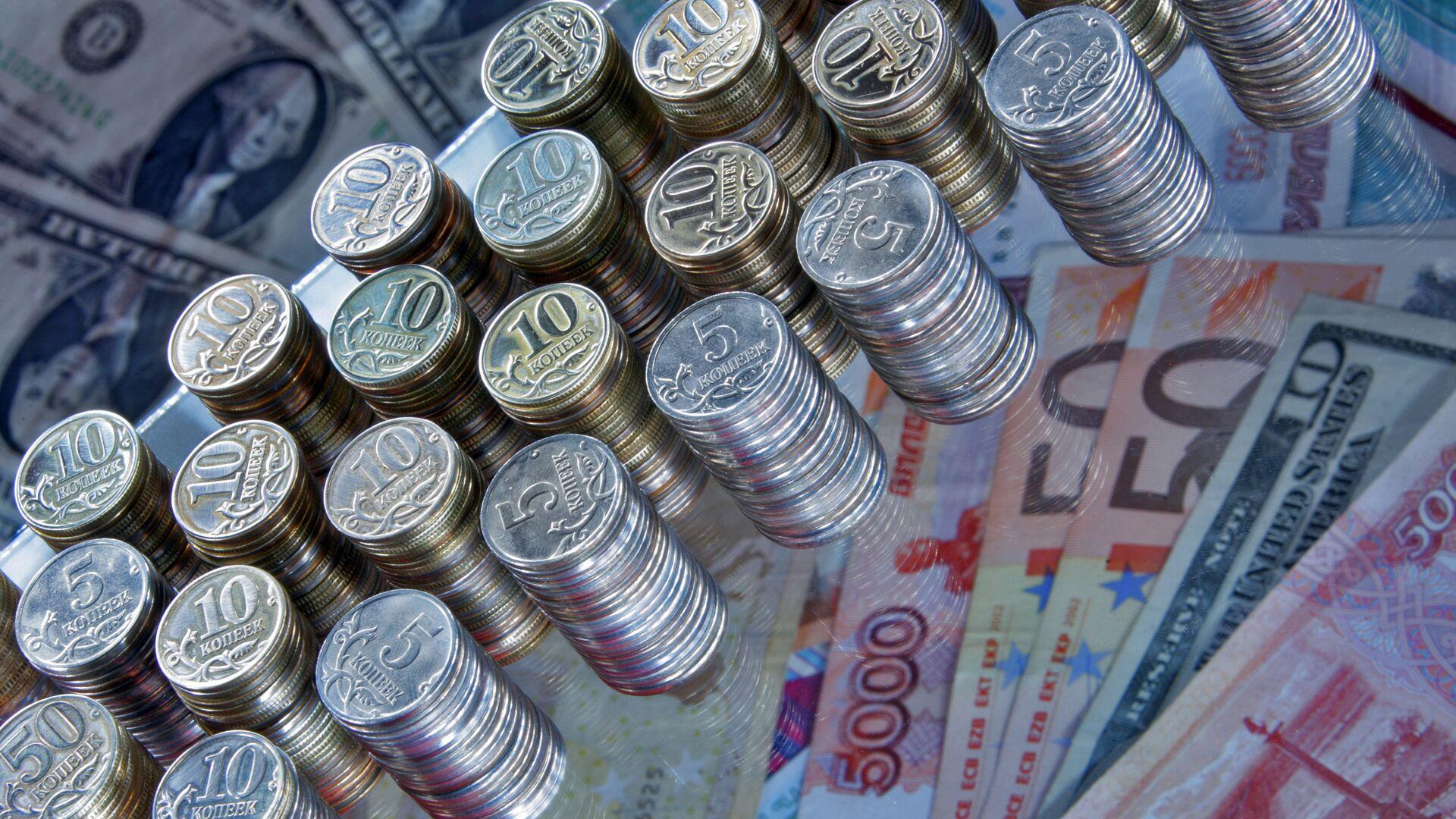 Рубли, евро и доллары. Архивное фото - РИА Новости, 1920, 22.01.2021