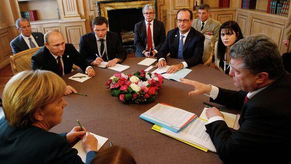 Владимир Путин, Франсуа Олланд, Петр Порошенко и Ангела Меркель. Архивное фото