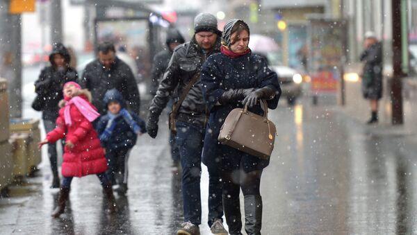 Первый снег в Москве. Архивное фото