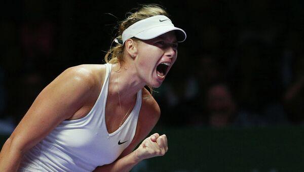 Мария Шарапова против Каролины Возняцки в матче белой группы итогового турнира Женской теннисной ассоциации (WTA) в Сингапуре