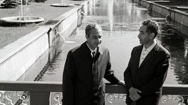 Министр иностранных дел Италии А.Моро в СССР (слева). В Петергофе