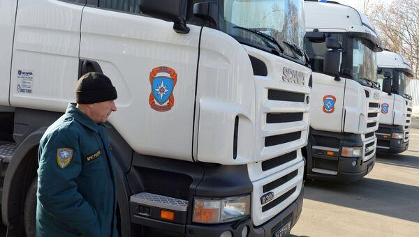 Грузовые автомобили с российской гуманитарной помощью в Донецке. Архивное фото