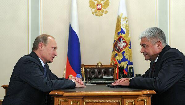 Президент России Владимир Путин и министр внутренних дел РФ Владимир Колокольцев во время рабочей встречи