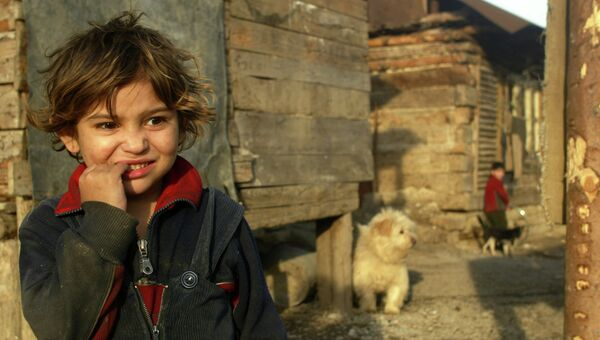 Девочка в цыганской общине на севере Словакии