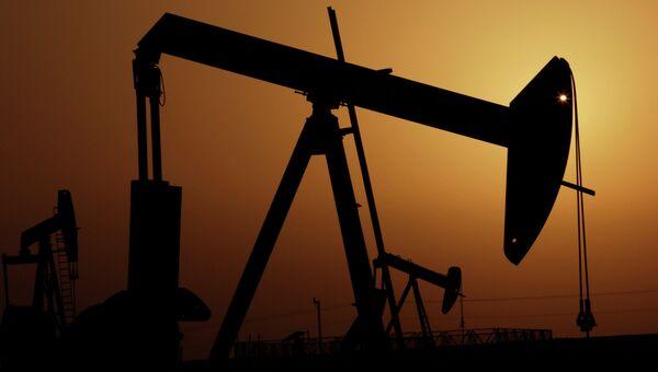 Нефтяные насосы, архивное фото