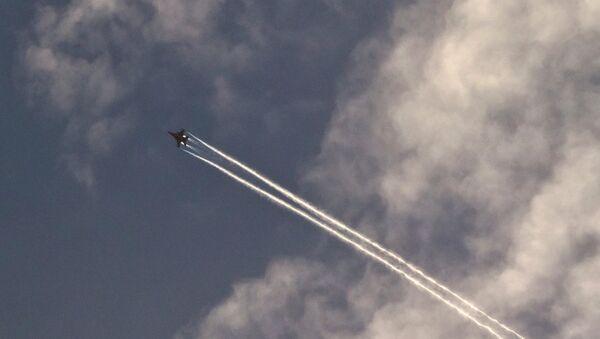 Самолет военно-воздушных сил США над городом Кобани, Сирия. Архивное фото