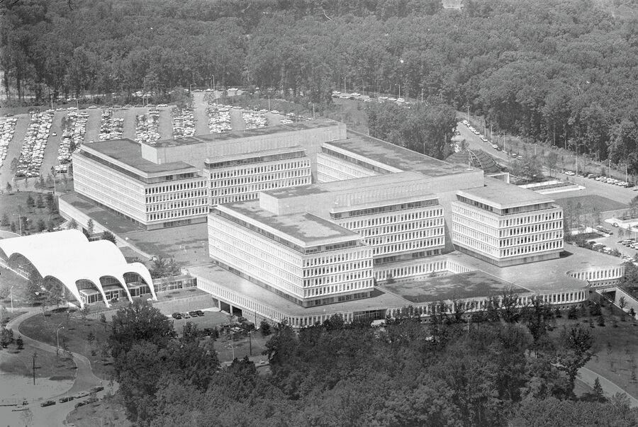 Общий вид на здание штаб-квартиры Центрального разведывательного управления, ЦРУ в Лэнгли. 1962 год