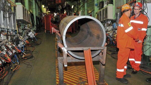 Сварка труб для газопровода, архивное фото