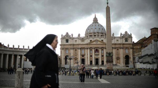 Вид на собор и площадь Святого Петра в Ватикане. Архивное фото