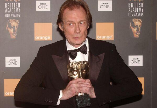 Актёр Билл Найи с наградой Британской академии кино