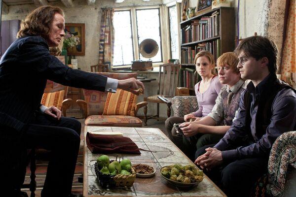 Актёр Билл Найи во время съемок фильма Гарри Поттер и Дары Смерти. Часть 1