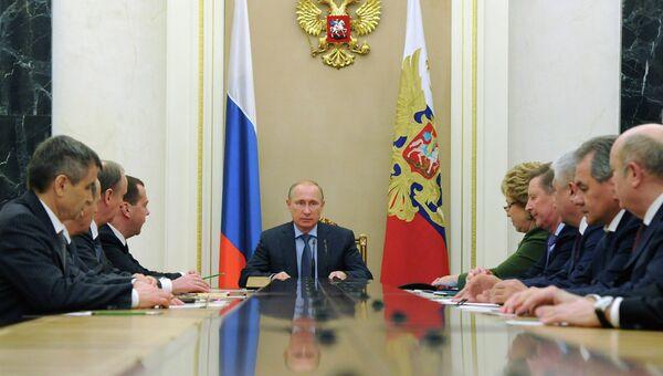 Президент России Владимир Путин проводит совещание с постоянными членами Совета безопасности РФ. Архивное фото