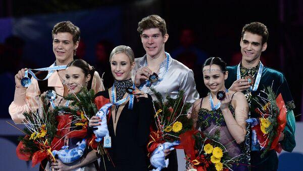 Церемония награждения призеров юниорского Гран-при по фигурному катанию в Барселоне