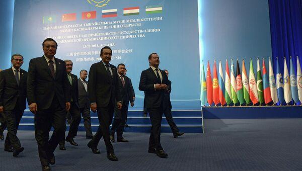 перед началом заседания совета глав правительств государств-членов Шанхайской организации сотрудничества (ШОС) в узком составе в Астане