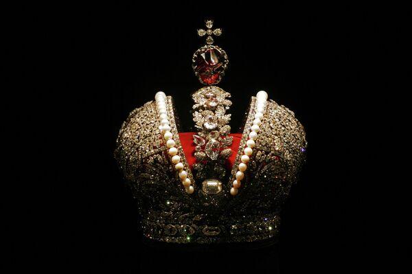 Экспонат Алмазного фонда России - Большая императорская корона