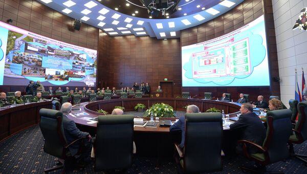 Президент России Владимир Путин проводит расширенное заседание Коллегии министерства обороны РФ в здании Национального центра управления обороной России