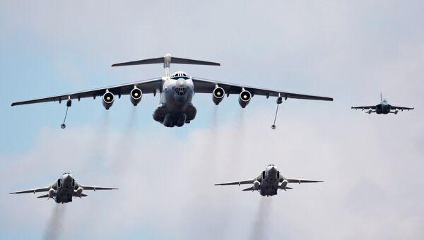 Самолет-заправщик Ил-78, бомбардировщики Су-24 и учебно-тренировочный самолет Як-130