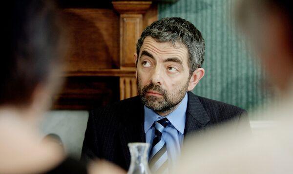 Актер Роуэн Аткинсон на пресс-конференции в Лондоне, 2005 год