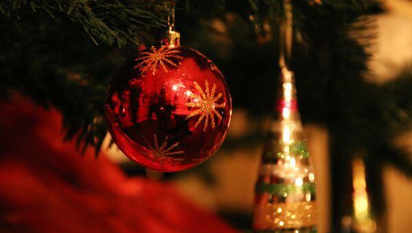 Новогоднее украшение. Архивное фото