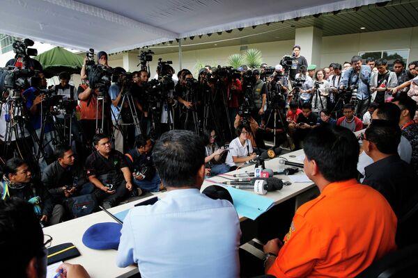 Пресс-конференция, посвященная поискам  пропавшего рейса QZ8501 компании Air Asia