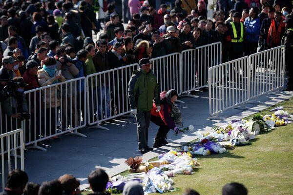 Мемориальная церемоня в память людей, погибших в давке на набережной Бунд во время празднования Нового год