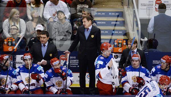 Главный тренер молодежной сборной России Валерий Брагин (в центре), Архивное фото