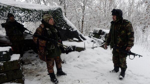 Бойцы украинского добровольческого батальона в районе населенного пункта Пески в Донбассе. Архивное фото