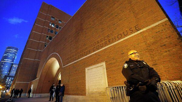 У здания суда, где пройдет судебный процесс по делу Джохара Царнаева, подозреваемого в совершении бостонского теракта весной 2013 года