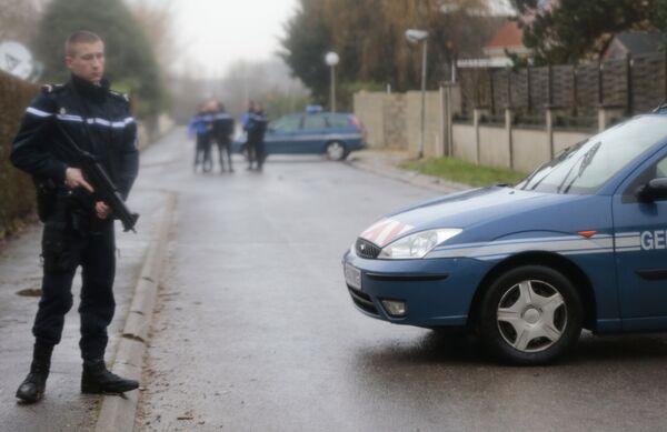 Полиция Франции блокирует дороги в городе Данмартан-ан-Гоэль