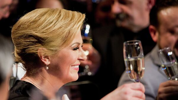 Колинда Грабар-Китарович празднует победу на президентских выборах