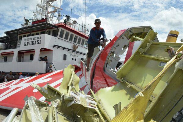 Операция по подъему обломков лайнера AirAsia