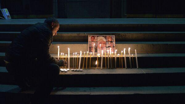 Свечи в память о семье, убитой в Гюмри. Архивное фото