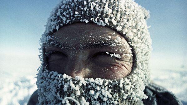 Участник полярной экспедиции на станции Восток в Антарктиде