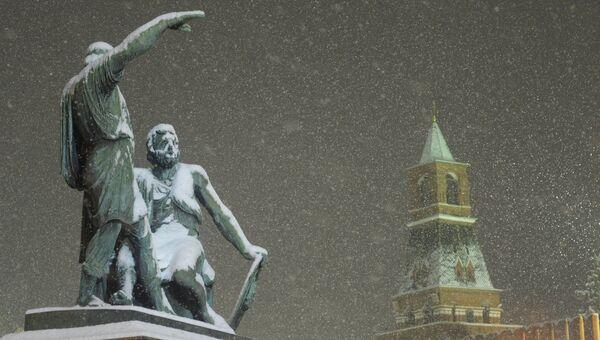 Вид на памятник Минину и Пожарскому на Красной площади, Архивное фото