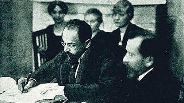 Адольф Иоффе на подписании Тартуского мирного договора между РСФСР и Эстонией
