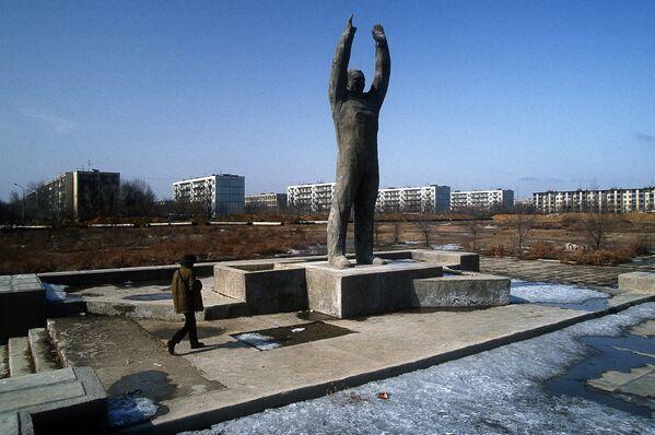 Памятник Юрию Гагарину, Байконур, Казахстан 1992 год